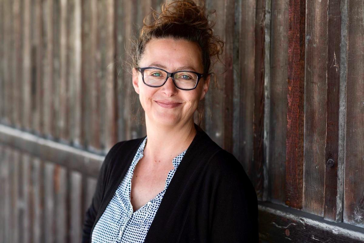 Porträt von Andrea Eberhard. Mitarbeiterin der krismar Vorhangsystem GmbH.