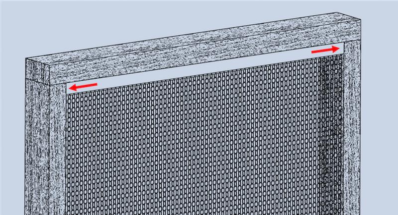 Grafik der Montageart Nr.1, wobei das Vorhangprofil des krismar Fliegenvorhangs mit 2 Winkelschrauben seitlich im Türrahmen angebracht wird.