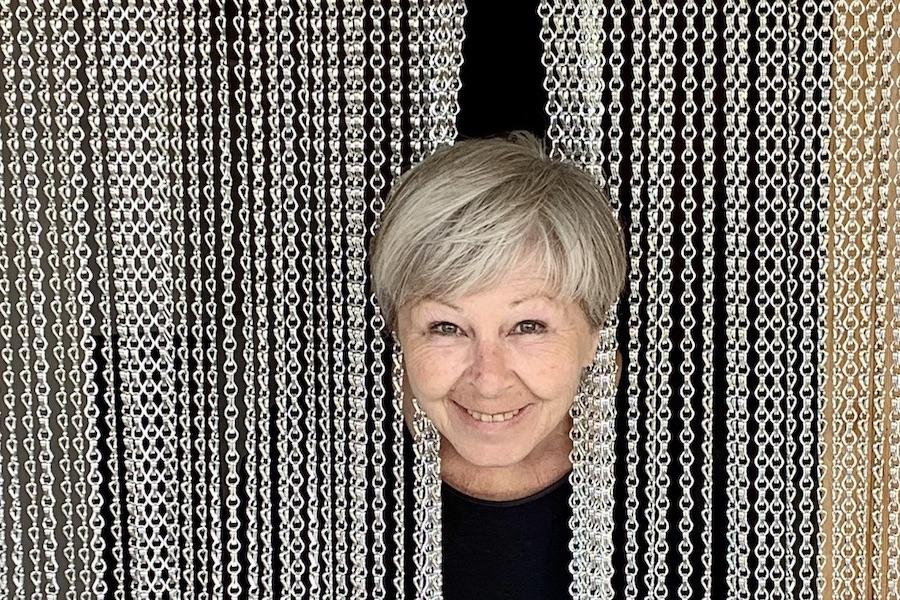 Porträt von Theres Frauenfelder. Firmengründerin der krismar Vorhangsystem GmbH.